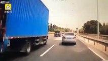 Un automobiliste se prend une planche de bois dans le pare-brise en pleine autoroute