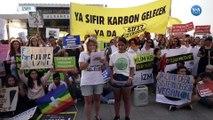İzmir'de Liseliler Alsancak'ta Toplandı