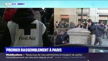 Après avoir été repoussés sur le parvis, des manifestants sont entrés dans la gare Saint-Lazare à Paris
