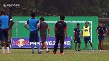 Professional footballers train despite Indonesian haze
