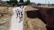 Dara antik kentinde tarihi surlar gün yüzüne çıkarılıyor