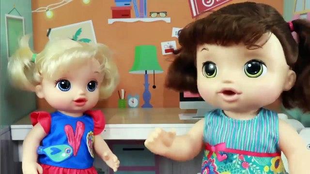 Diana y Stacy Juegan en la Tienda de Cupcakes _ Dollhouse Toys Baby Alive