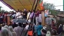 सागर में भाजपा आंदोलन के दौरान स्टेज टूटा, सारे नेता गिरे