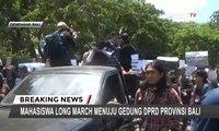 Tolak Revisi UU KPK dan KUHP, Mahasiswa Long March Menuju Gedung DPRD Provinsi Bali