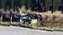 Kütahya işçilerin taşındığı midibüsle çarpışan otomobilin sürücüsü yaralandı