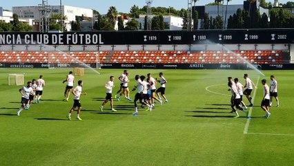 Adri Guerrero se entrena con el primer equipo del Valencia CF