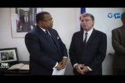 RTG/Le premier ministre s'est rendu à l'ambassade de France au Gabon pour signer le livre de condoléances de l'ancien président Français Jacques Chirac