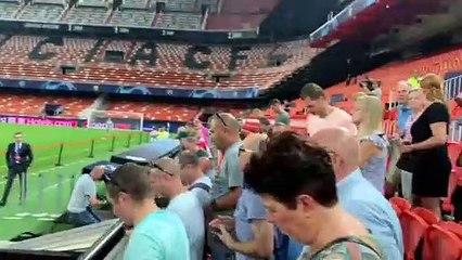 Aficionados del Ajax en Mestalla