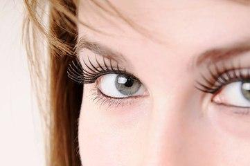 Die Gefahr von magnetischen Wimpern