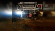 Çekmeköy'de iş makinası yüklü tır alt geçitte kaza yaptı