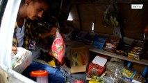 اليمن: طفل يحول سيارته القديمة  إلى دكان !!!