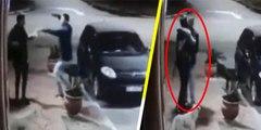 Este delincuente intenta robar a un joven, se da cuenta que es su amigo y hasta lo saluda con un abrazo