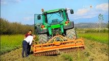 Histori Shqiptare: Nje shofer kamioni sjell faren elite te grurit ne Shqiperi
