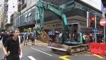 الآلاف من متظاهري هونغ كونغ يتحدون حظر ارتداء الاقنعة والشرطة تطلق الغاز لتفريقهم