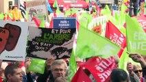 PMA pour toutes: des milliers d'opposants manifestent à Paris