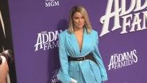 """Karol G y Christina Aguilera brillan en el estreno de """"La familia Addams"""""""