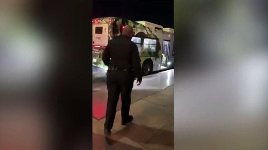 La cantante de ópera sin techo y el emotivo abrazo al policía que la hizo viral