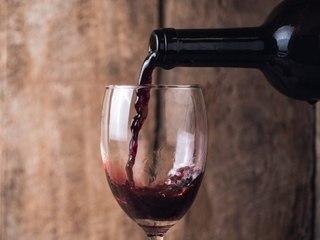 Alkohol gegen Demenz: So können Sie einer Demenz vorbeugen