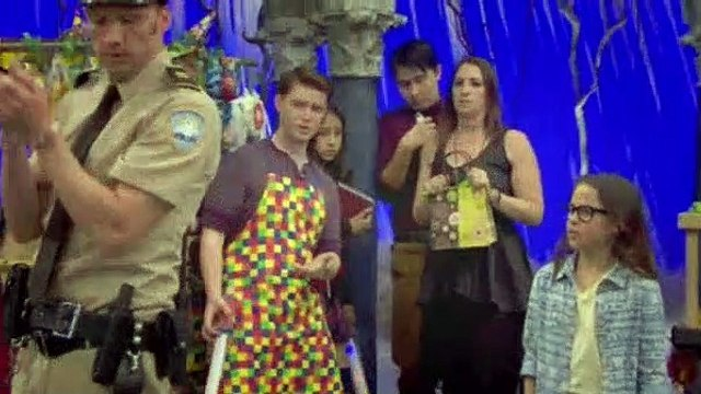 The Haunted Hathaways S02E03 Haunted Ghostly Girl