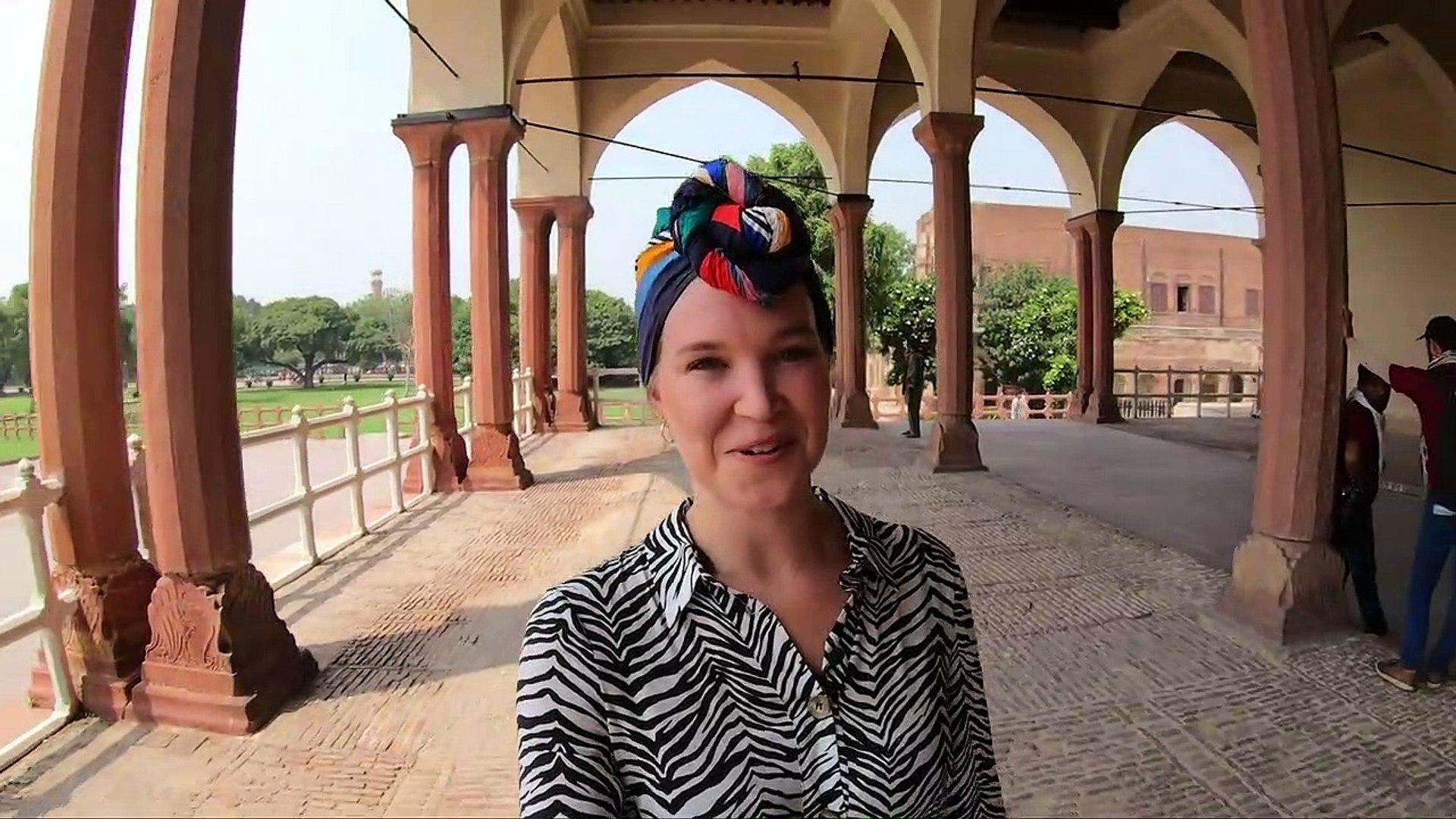 LAHORE FORT - Exploring the beautiful fort - Pakistan Vlog