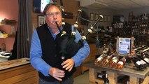 Le caviste manceau est aussi joueur de cornemuse et lord écossais