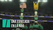 Castellers y una estelada en un partido de la NBA