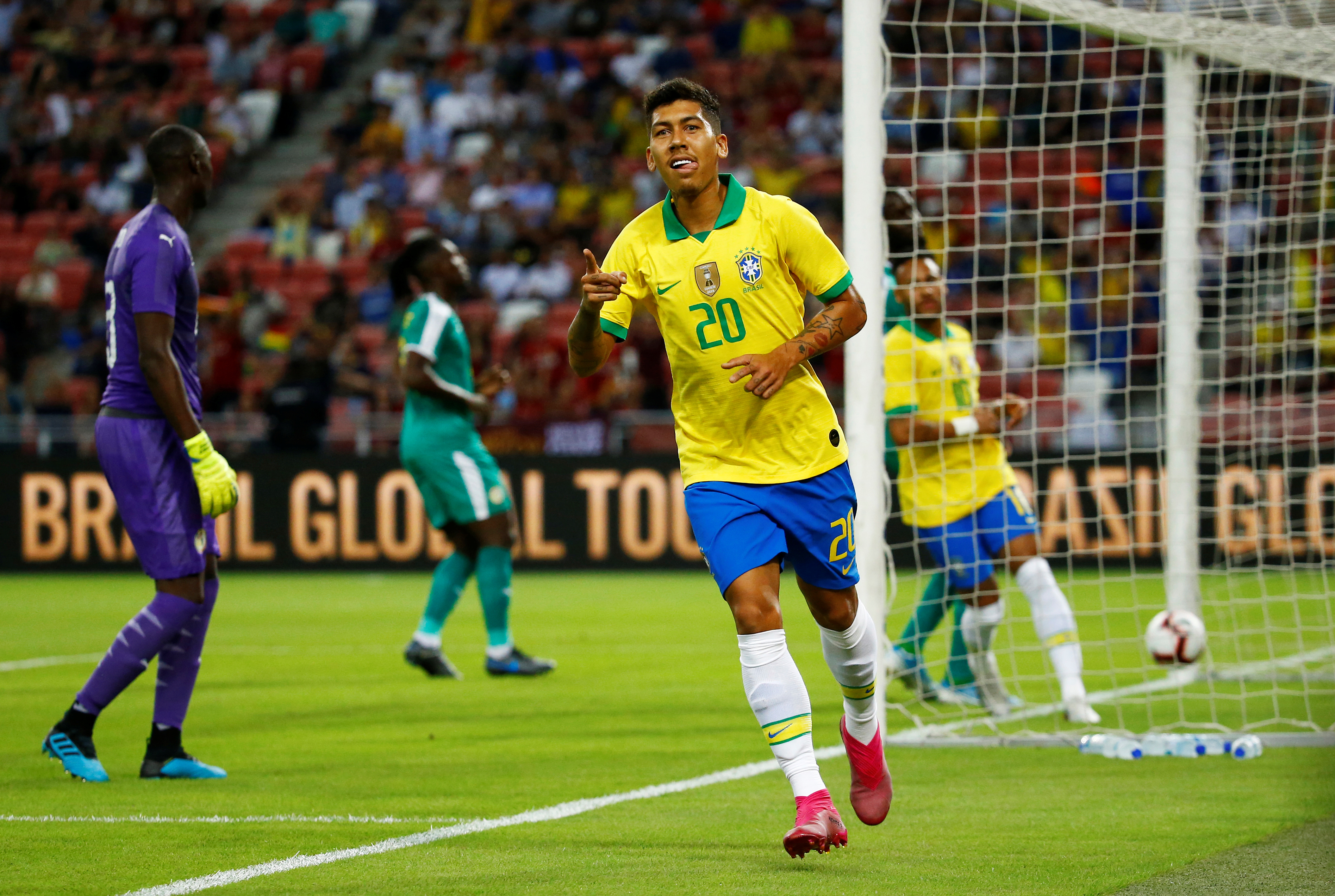 Brésil : Un but plein de classe signé Firmino