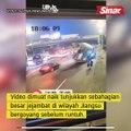 Jejambat runtuh hempap kenderaan