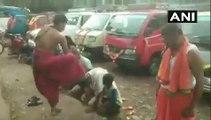 தலையை காலால் 2 மிதி மிதித்து ஆசீர்வாதம் செய்யும் வினோத வழிபாடு-வீடியோ