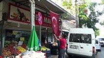 Mahalle esnafından harekata Türk bayraklı destek