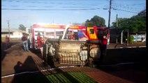 Kwid tomba após colisão com Vw/Polo no Bairro Santo Onofre