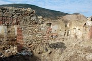 Tarihi kilisede kepçeyle izinsiz kazı
