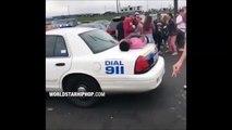 Il va comprendre qu'il ne faut pas grimper sur la voiture d'un policier...