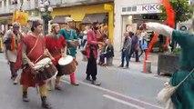 Chevaliers, troubadours, gueux… investissent Avignon