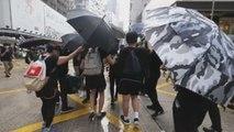 Jóvenes y mayores protagonizan dos manifestaciones no autorizadas en Hong Kong