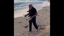 Indischer Präsident Modi beim Müllsammeln am Strand