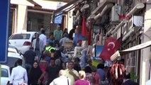 Mardin'de esnaf caddelere türk bayrakları astı
