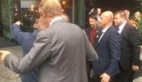 François Hollande se prête au jeu des selfies à Liège