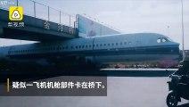 Un Airbus A320 coincé sous un pont lors d'un transport en camion sur l'autoroute