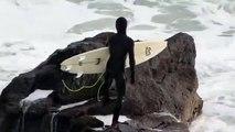 Ce surfeur s'envole sur une vague pour rentrer dans l'eau !