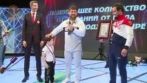 Este niño ruso hace más de 3.000 flexiones en 2,5 horas y bate 6 récords