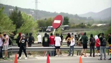Los CDR montan barricadas en la AP-7 y paralizan la circulación