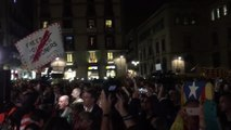Canto del himno de Catalunya durante la concentración de ANC y Òmnium
