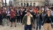Manifestation joyeuse et dansante des étudiants de Staps à la préfecture