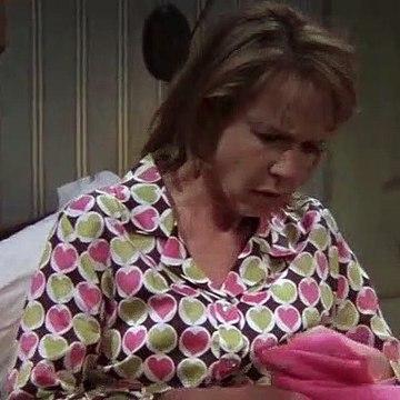 Everybody Loves Raymond S09E13 Sister-in-Law