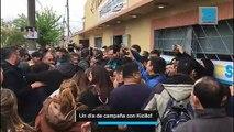 Un día de campaña con Kicillof: avalanchas, selfies y política a bordo del Renault Clio