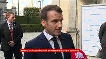 """Brexit : Macron salue """"un accord positif"""" mais appelle à rester """"prudent"""""""