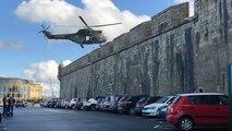 Un hélicoptère de l'armée de Terre survole  Saint-Malo
