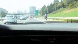 Altay Bayındır'ın arabada dinlediği şarkı
