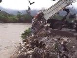Quand un camion est filmé en train de déverser tous ses déchets dans une rivière !